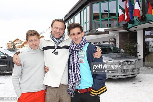 Bernd Bettermann Mit Söhnen Tim Und Luca Beim 2. Promi Schlittenhunderennen Tirol Cross Mountain In Kühtai .