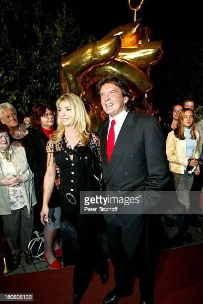 Bernd Clüver mit Ehefrau Anja ClüverHörnich Empfang Verleihung der 'Goldenen Stimmgabel 2002' FriedrichEbertHalle Ludwigshafen FrauP Nr 8792002