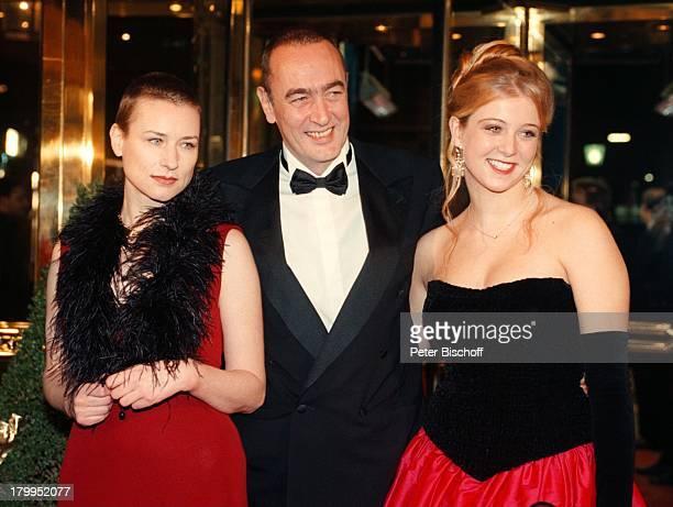 Bernd Eichinger mit Tochter Nina Lebensgefährtin Corinna Harfouch Deutscher Filmball Hotel Bayerischer Hof München Bayern Deutschland...