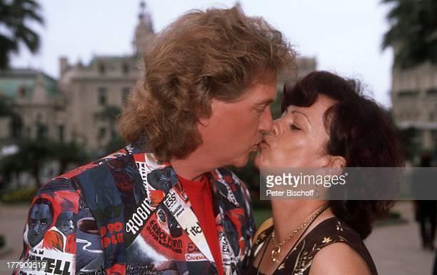 Bernd Hengst Ehefrau Edith am Rande der Dreharbeiten zur ZDFShow Die Flippers das Leben ist eine Wundertüte mit den Flippers an der Cote dÏAzur Monte...