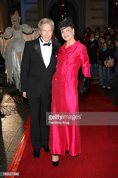 Bernd Herzsprung Und Seine Ehefrau Barbara Bei Der Ankunft Zu 25 Jahre Deutscher Opernball Am 240207 In Frankfurt