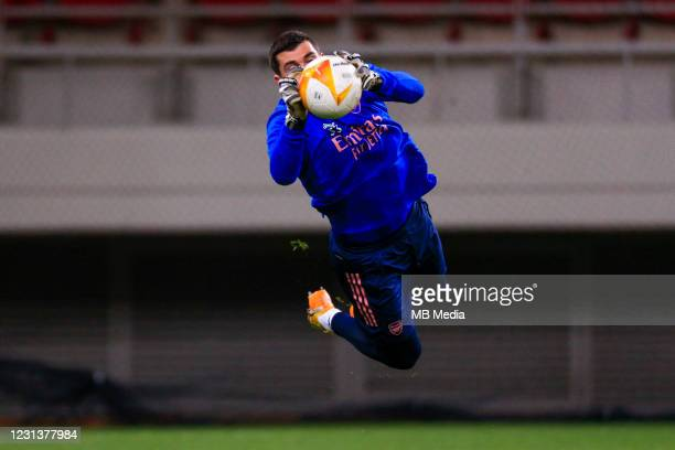 Bernd Leno of Arsenal FC warms up prior to the UEFA Europa League Round of 32 match between Arsenal FC and SL Benfica at Karaiskakis Stadium on...
