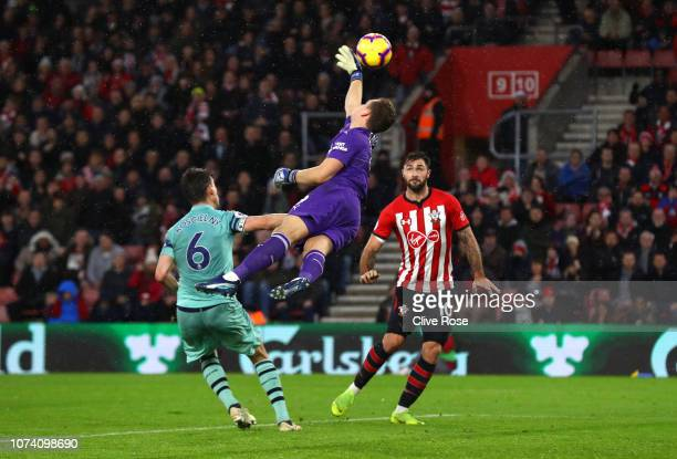Bernd Leno of Arsenal reaches for the ball before Charlie Austin of Southampton heads the ball to score his team's third goal during the Premier...