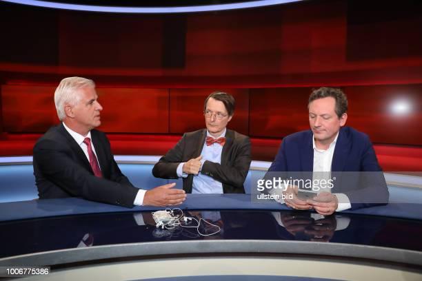 Bernd Meurer Prof Dr Karl Lauterbach mit Dr Eckart von Hirschhausen in der ARDTalkshow hart aber fair am in Berlin Waschen pflegen trösten Wer...