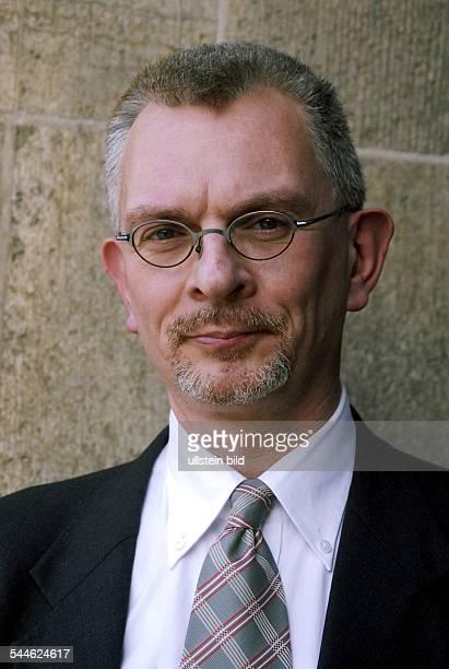 Bernd Schmelz Ethnologe Mitglied der Kommission für LateinamerikaStudien der Universität Hamburg Leitung EuropaAbteilung und HexenArchiv des...