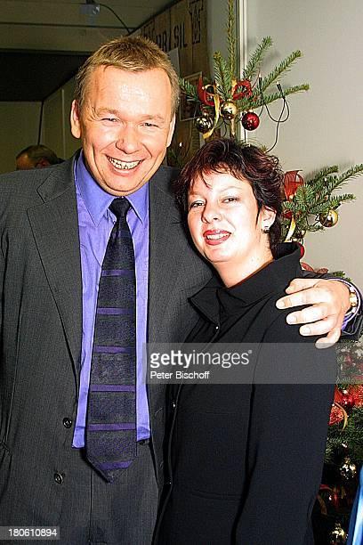Bernd Stelter Ehefrau Anke Stelter Gala zur Verleihung des Internationalen Schlagerpreises Ludwigshafen Foyer Weihnachtsbaum Christbaum umarmen