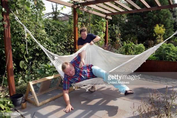 Bernd Stelter Homestory Der Entertainer und Karnevalist Bernd Stelter mit seiner Frau Anke privat in seinem Garten in BornheimHersel