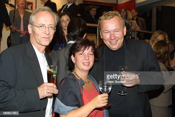 Bernd Stelter mit Ehefrau Anke Joachim Hermann Luger Theaterpremiere Theater an der Kö Düsseldorf Verzwickte Lügen Glas Premierenfeier Feier P Nr 861...