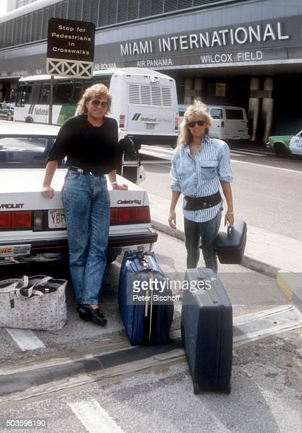 Bernhard Brink Ehefrau Ute Brink FloridaUrlaub am auf dem Flughafen in Miami USA
