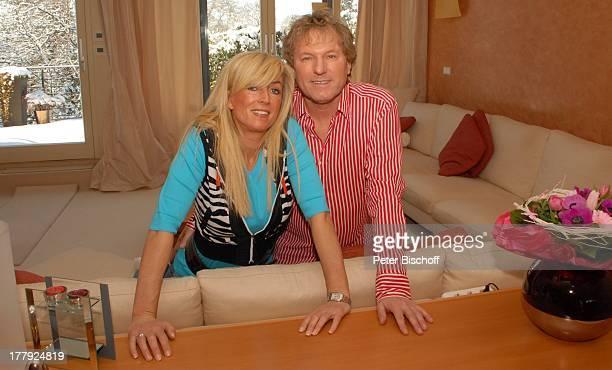 Bernhard Brink Ehefrau Ute Homestory Berlin Grünewald Deutschland Europa zu Hause Wohnraum Sofa SchlagerStar Sänger