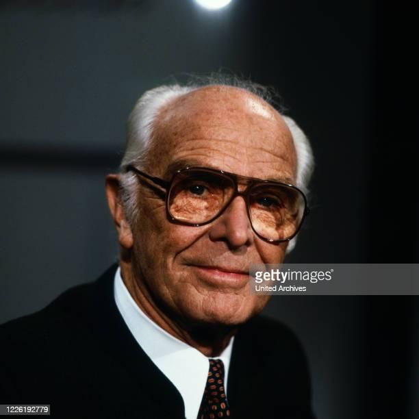 Bernhard Grzimek, deutscher Tierarzt, Verhaltensforscher, Tierfilmer und Direktor des Zoos in Frankfurt, Deutschland um 1979