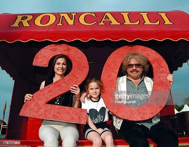 Bernhard Paul mit Ehefrau Eliana Paul und Tochter Vivien 20jähriges Bestehen des Circus Roncalli Jubiläum