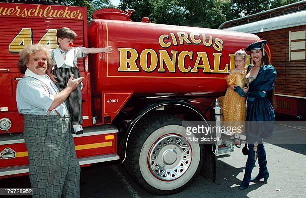 Bernhard Paul mit Sohn Adrian und EhefrauEliana Paul mit Tochter Vivien 20jähriges Bestehen des Circus Roncalli Jubiläum