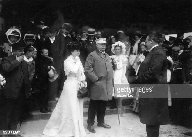 Bernhard von Bülow German statesman Chancellor of the German Empire 19001909 Bülow and his wife Anna Zoë Rosalie being received by officials on...