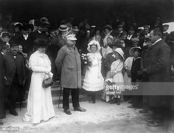Bernhard von Bülow German statesman Chancellor of the German Empire 1900-1909 Bülow and his wife Anna Zoë Rosalie being received by officials on...