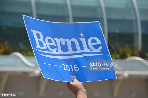 bernie 2016 - presidential election stock pictures, royalty-free photos & images