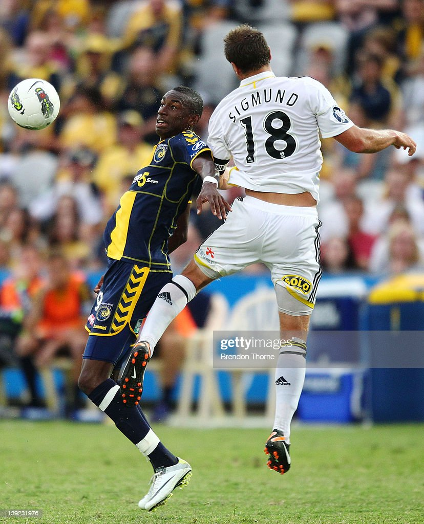 Bernie Ibini of the Mariners competes with Ben Sigmund of the Phoenix during the round 20 A-League match between the Central Coast Mariners and the Wellington Phoenix at Bluetongue Stadium on February 18, 2012 in Gosford, Australia.