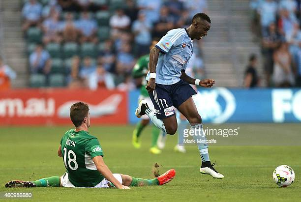 Bernie IbiniIsei of Sydney evades the tackle of Allan Welsh of the Jets during the round 15 ALeague match between Sydney FC and Newcastle Jets at WIN...