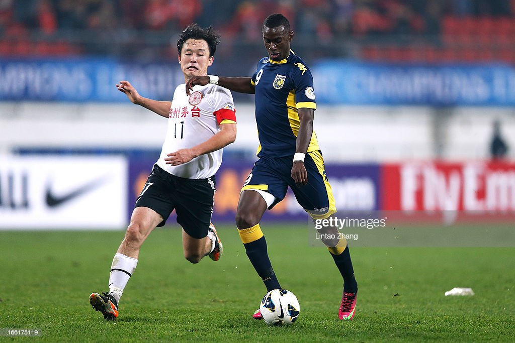 Bernie Ibini-Isei (R) of the Mariners challenges Sun Jihai of Guizhou Renhe during the AFC Champions League match between Guizhou Renhe and Central Coast Mariners at Olympic Sports Center on April 9, 2013 in Guiyang, China.