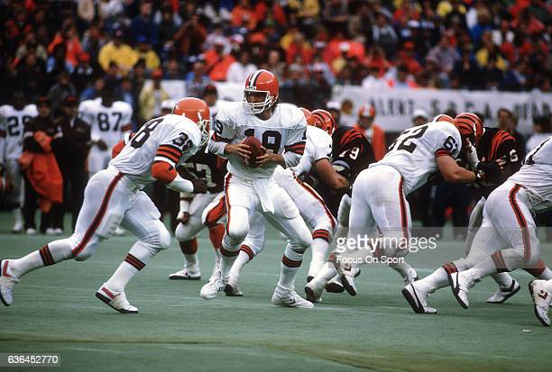 Bernie Kosar of the Cleveland Browns in action against the Cincinnati Bengals during an NFL Football game September 25 1989 at Riverfront Stadium in...