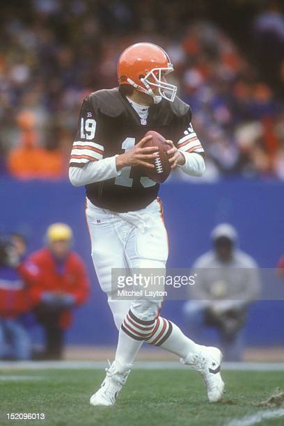 Bernie Kosar of the Cleveland Browns looks to throw a pass during a NFL football game against the Houston Oilers on November 21 1993 at Cleveland...