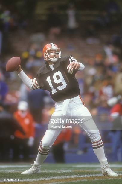 Bernie Kosar of the Cleveland Browns throws a pass during a football game against the Houston Oilers on November 21 1993 at Cleveland Municipal...