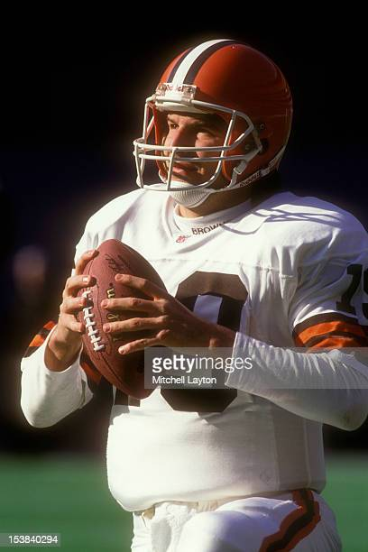 Bernie Kosar of the Cleveland Browns warms up before a football game against the Pittsburgh Steelers on December 22 1991 at Three Rivers Stadium in...