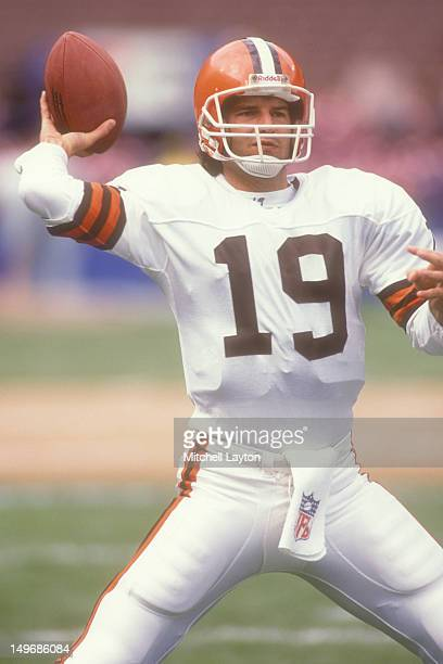 Bernie Kosar of the Cleveland Browns warms up before a NFL football game against the New York Jets on September 17 1989 at Cleveland Municipal...