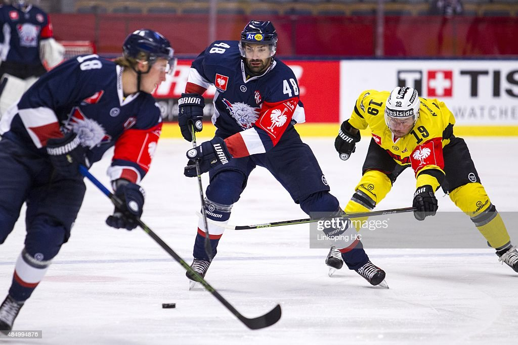 SC Bern's Chuck Kobasew tries to take the puck from Linkoping HC's Daniel Rahimi during the Champions Hockey League group stage game between Linkoping HC and SC Bern on August 23, 2015 in Linkoping, Sweden.