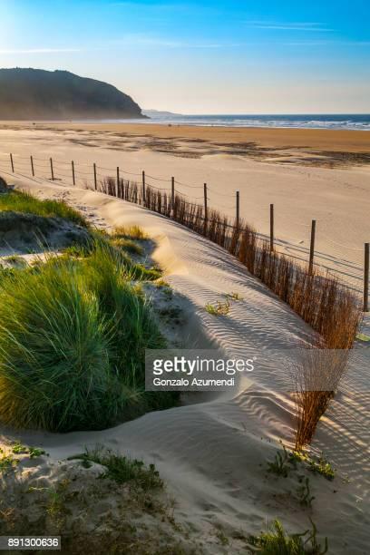 berria beach in cantabria - cantabria fotografías e imágenes de stock