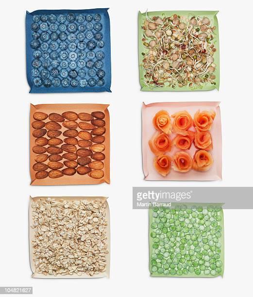 ベリー、木の実、野菜、ハーブのお料理 - 干物 ストックフォトと画像