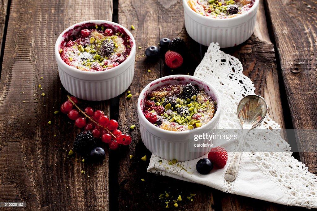 Berries soufflé on wooden board served as dessert : Stock-Foto
