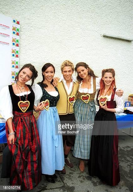 "Berrit Arnold, Celia Kim, Simon- Paul Wagner, Leonore Capell, Carolin Gralla , Feier zur 2000. Folge der ARD-Serie ""Marienhof"", München, ,..."