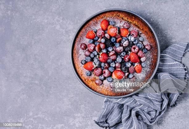 berry cake - dessert stock-fotos und bilder
