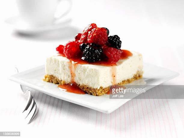 berry cheesecake - cheesecake stock pictures, royalty-free photos & images