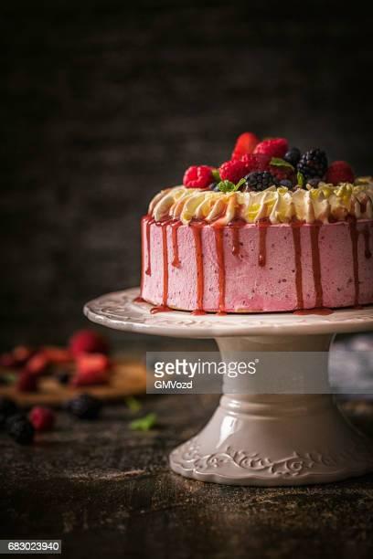 Berry-Schicht-Kuchen mit Schlagsahne