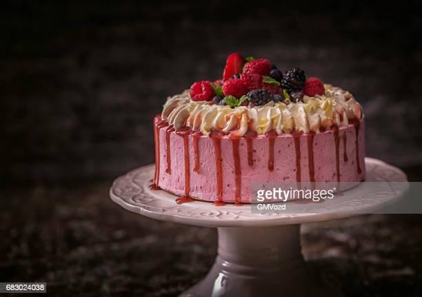 Berry Layer Cake met slagroom