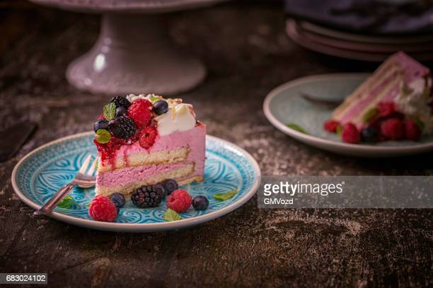 Berry Layer Cake con crema batida
