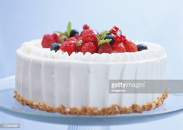 berry shortcake - fruit cake stock pictures, royalty-free photos & images