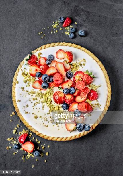 berry tart on black background - cheesecake stock pictures, royalty-free photos & images