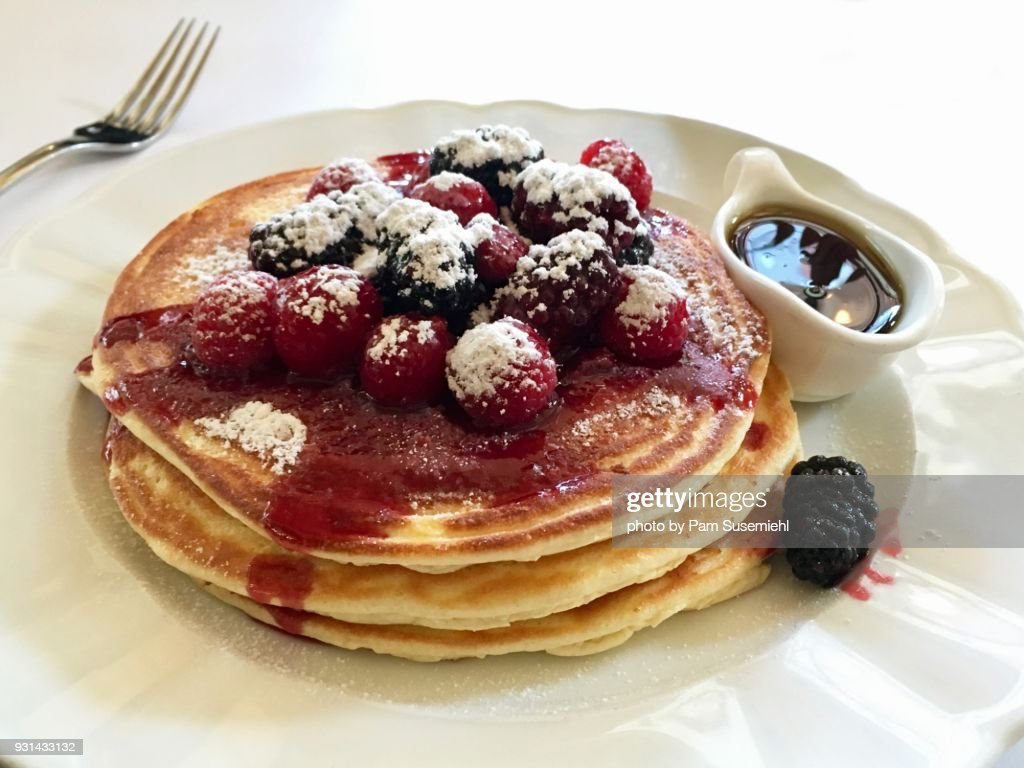 Berry-Topped Pancakes on White Plate : ストックフォト