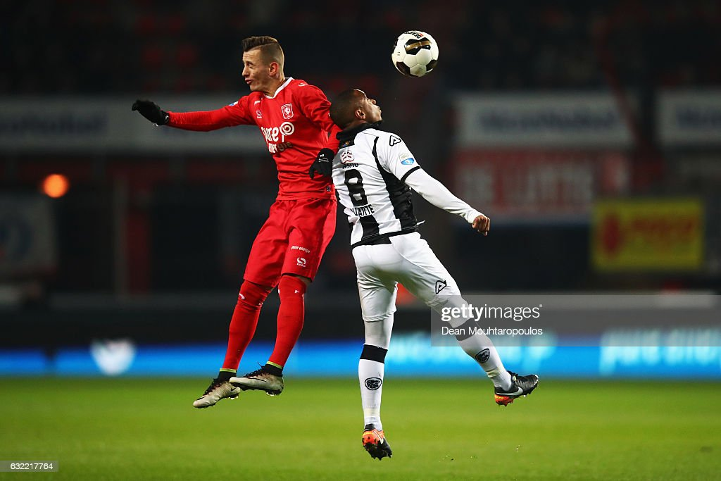 Bersant Celina of FC Twente challenges for the headed ball with Lerin Duarte of Heracles Almelo during the Dutch Eredivisie match between FC Twente and Heracles Almelo held at De Grolsch Veste on January 20, 2017 in Enschede, Netherlands.