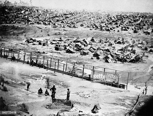 Übersichtsaufnahme Gefangenenlager 'Andersonville' der Südstaaten in Georgia in dem über 12000 Gefangene starben1864/65Photographie