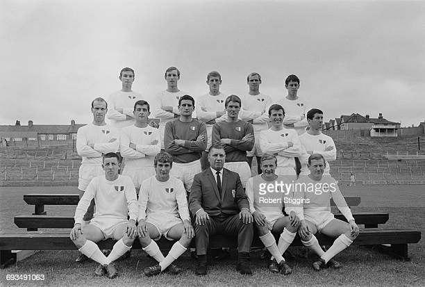 Bert Head manager of Crystal Palace FC posing with his team UK 23rd August 1966