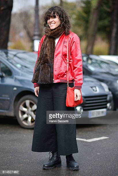 Berta Alvarez poses with a Prada bag before the Moncler Gamme Rouge show at the Grand Palais during Paris Fashion Week FW 16/17 on March 9 2016 in...