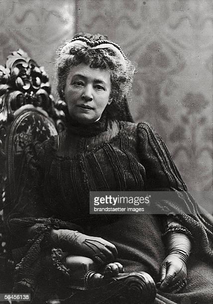 Bertha von Suttner maiden name countess Kinsky Peace nobel price winner in 1905 [Bertha von Suttner geborene Graefin Kinsky Photographie von Mertens...