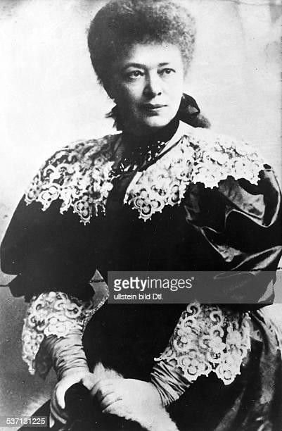 Bertha von SuttnerBertha von Suttner Schriftstellerin Österreich Friedensnobelpreis 1905 Aufnahme oJ