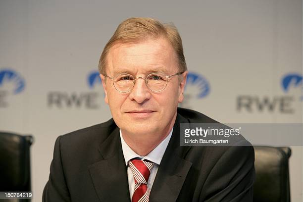 Berthold A BONEKAMP member of the board of the RWE AG during half yearly press conference