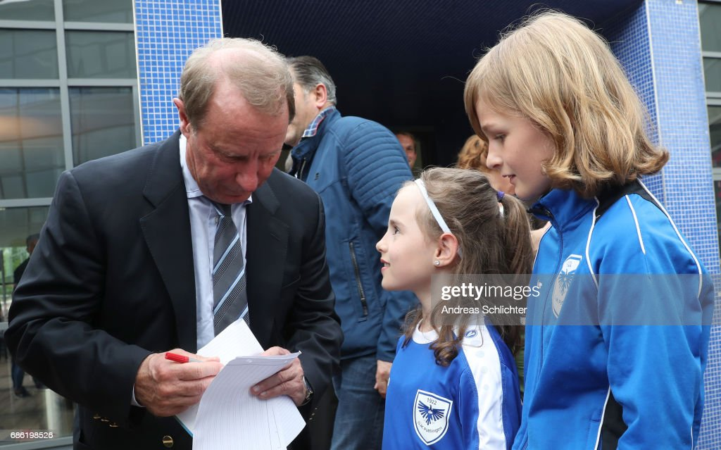 Berti Vogts with kids of the DJK Puettlingen during the awarding ceremony of Hermann-Neuberger-Award on May 19, 2017 in Saarbruecken, Germany.