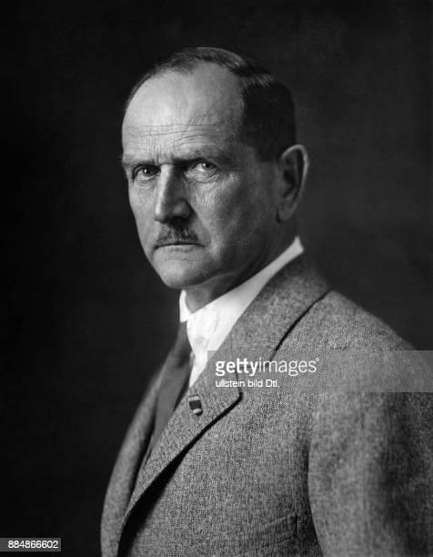 Berufssoldat Politiker Deutschland von 1933 bis 1945 Reichsstatthalter in Bayern Friedrich Müller Originalaufnahme im Archiv von ullstein bild